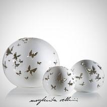Lampade sfera da appoggio tagli FARFALLE Maiolica smalto bianco. Margherita Vellini Ceramica italiana fatta a mano Home Lighting Design