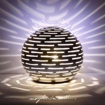 Lampada sfera da appoggio tagli ORIZZONTALI  Margherita Vellini Ceramica Made in Italy Home Lighting Design