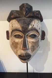 Héritages des Arts Premiers - Masque Tsogho/Gabon - Bois et pigments - 36cm (52cm avec socle) - L209/2 DISPONIBLE