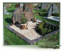 Grabstein geteilt Pflanzfläche Bronzeschale