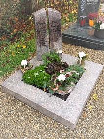 Urnengrab schlicht