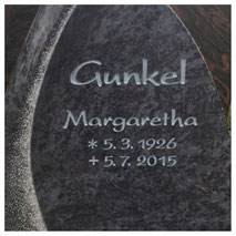 Grabstein Inschrift vertieft