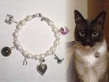 joya-artistica-con-pelo-animal-mi-miga-pulsera-perlas-corazon-swarovski-plata-ley-charms-corona-inicial-camafeo-foto-gato-dany