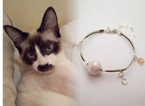 joya-artistica-con-pelo-animal-mi-miga-pulsera-cuero-plata-ley-charms-inicial-estrellas-swarovski-perla-cristal-gato-copito