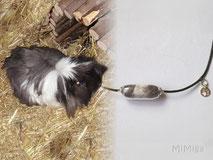 joya-artistica-con-pelo-animal-mi-miga-collar-cuero-plata-charm-huella-cobaya-bebe