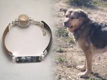joya-artistica-memoria-recuerdo-con-pelo-animal-mi-miga-pulsera-cuero-plano-plata-ley-chapa-grabada-perla-cristal-perro-temari