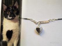 joya-artistica-memoria-recuerdo-con-pelo-animal-mi-miga-collar-cuero-plata-ley-chapa-infitity-grabado-nombre-perla-cristal-corazon-gato-kenzo