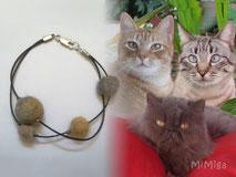 joya-artistica-con-pelo-animal-mi-miga-pulsera-cuero-plata-ley-perlas-pelo-gatos-hoyi-moises-mafalda