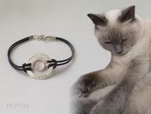 joya-artistica-recuerdo-con-pelo-animal-mi-miga-pulsera-cuero-plata-ley-aro-nombre-texto-grabado-engaste-cabuchon-cristal-lupa-gato-diana