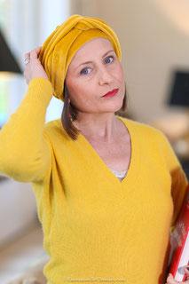 Turban en velour de coton jaune safran
