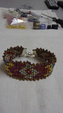 Bracelet tissé sur métier à tisser