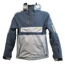 www.mueden.de, Müden Textilreinigung Saarbrücken, Winter und Ski, Bild grau-blaue Skijacke mit seitlichen Taschen