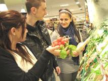 Schüler beim Haushaltsführerschein des LandFrauenverbandes Württemberg-Hohenzollern