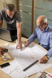 Berres Bau GmbH . Besprechung am Schreibtisch