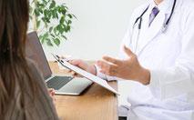 前川医院の、健康診断での問診の様子です。
