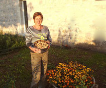 Dominique Henri des gites du pech à larnagol près de Saint-Cirq Lapopie vous propose sa table d'hôtes lors de vos vacances dans le Lot