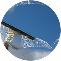 Glasreinigung für Privat und Gewerbe - von Wohnung bis Laden-Schaufenster