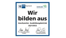 """Das Logo """"Wir bilden aus"""" 2021/2022 der IHK Saarland wird dargestellt"""