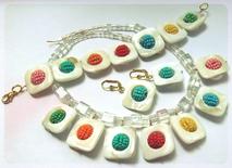 Unikatschmuck-Set aus Muschelperlen und bunten Beaded Beads