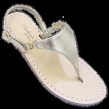 sandali classici stile Positano di Mariarosaria Ferrara Ischia modello Sofia Loren colore oro platino a forma di triangolo .