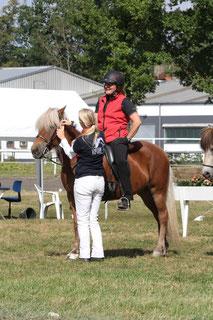 VIP-Siegerehrungskomité: Daniela Meyer mit Claudia Rinne (Foto: A. Rosebrock-Rahn)