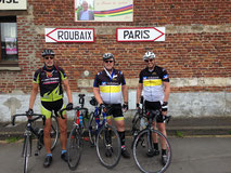 Wir befinden uns auf einer Teilstrecke des berühmten Radsportklassikers Paris - Roubaix. Das ist natürlich ein Foto wert!