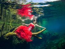 Bubble-Swim Meerjungfrauen-Fotoshootings in der ganzen Schweiz