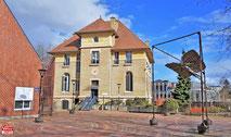 L'ICARE VOLANT de Maurice Calka, Place Bernard Dautier à Vélizy-Villacoublay.