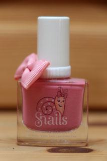 Ein rosa Nagellack für Mädchen