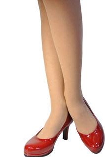 私、似合うかなぁ…赤い靴