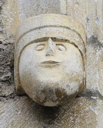 Sculpture médiévale située dans la cité de Saint-Bertrand-de-Comminges