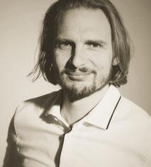 Steht Ihnen zu Fragen rund um Jazzbands stets bereit - P. Straske