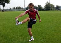 Dehnen Schwunggymnastik: Zum frontalen Arm schwingen