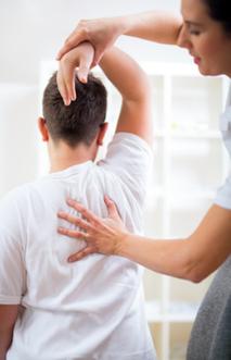 ostéopathe prise en charge douleur post traumatique coup du lapin whisplash douleur dorsale cervicale après un accident de voiture