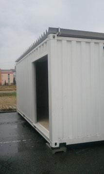 岐阜市 販促物流事業様に中古コンテナ20ft 屋根付 換気口 ホワイト塗装を納品。
