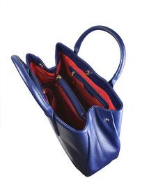 Henkeltasche Mittelfach Saffiano Optik schlichte dezente Eleganz zeitlose Schönheit blau rot