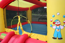 Hüpfburg Verleih NRW. Die Kinder können sich austoben, springen und rutschen
