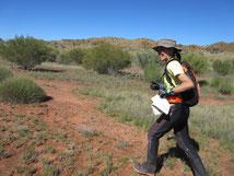 チクチク草があったのでショートパンツの上からTrainerパンツ着用。砂漠気候は昼は暑いが夜冷える(ロゲイニング世界選手権2016)