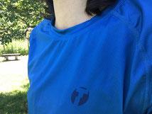 ロゴマークはレーザープリントで左胸に