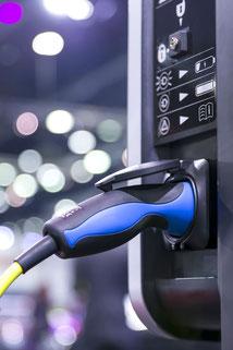 Borne de recharge pour véhicule électrique sur parking