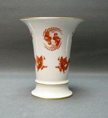 Meissen, Trompetenvase, Reicher Drache rot, Neuer Ausschniitt, 14,0 cm, 1. Wahl, € 180,00