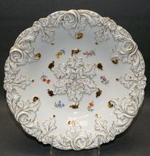 Prunkschale, Meissen, Porzellan,Streublume, goldstaffiert, Ø 28,0 cm, € 285,00