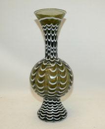 Mundgeblasene grüne Glasvase mit eingeschmolzenen weißen Fäden, 32,8 cm, € 85,00
