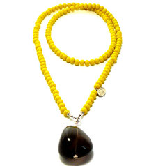 perlenpool SCHMUCK. Die unglaubliche Farbenfreude für unsere Halsketten drücken wir ganz besonders gerne in unseren farbintensiven Glasperlenketten aus.