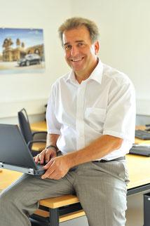 A. Hock MSR- u. Electronic Service GmbH . Chef mit Laptop