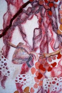 Kunstquilt / Textiles Bild mit dem Titel Seeleninfarkt von Jutta Kohlbeck für die Ausstellunt Transparente Erosionen