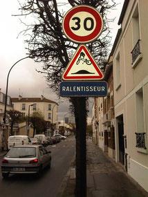 Détournement de panneau réalisé à La Garenne-Colombes