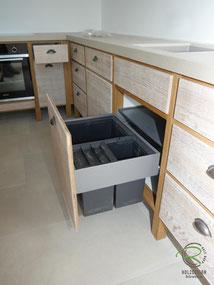 Vintage Massivholz Küche mit Blanco Mülltrennsystem ,Küchenhocker für Vollholzküche mit Insel in Eiche massiv, Barhocker in Eiche massiv, Vintage Küche mit Kücheninsel in Eiche massiv mit gekalkten Eichenfronten, Neolith Keramik Arbeitsplatte