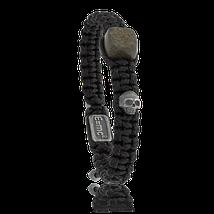 Ein Stein-Armband mit Schädel