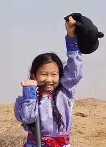 アリマさん(9歳) 阿拉善左旗蒙古族学校